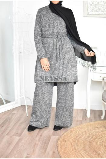 Ensemble modest pudique