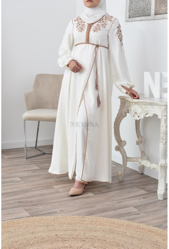 Ensemble caftan une tenue idéale pour la femme voilée musulmane