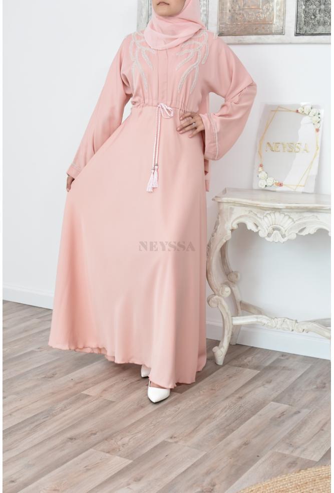 Ausgestellte Dubai Abaya mit Perlendetails