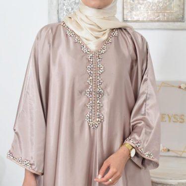 comment mettre et porter une abaya Neyssa
